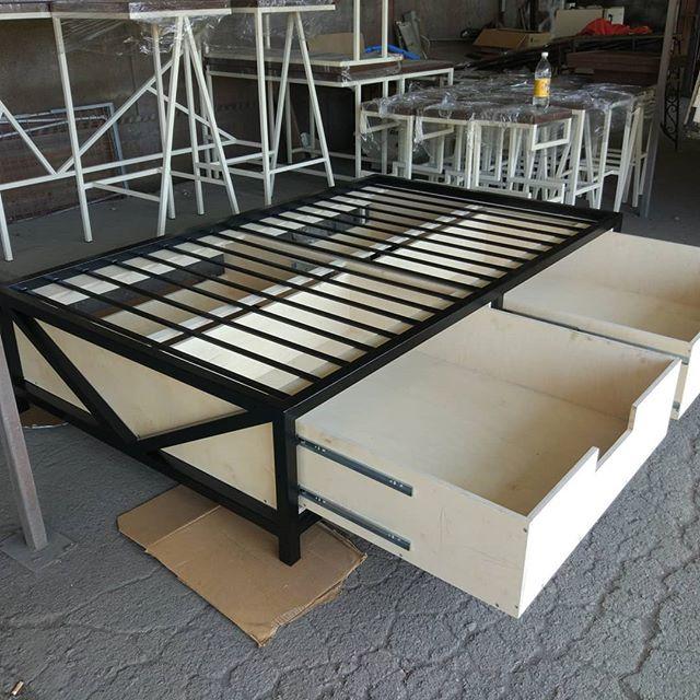 Кровать готовится к покраске.