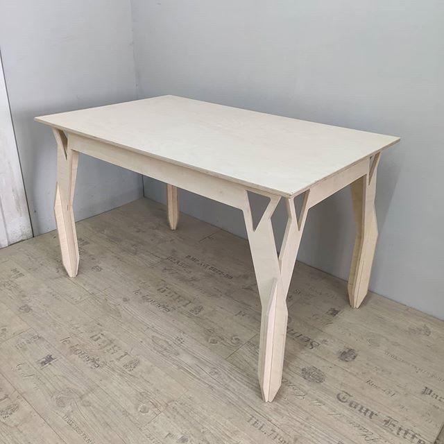Наше новое направление стол Atikora доступен в трёх вариантах обработки. Набор для творчества, покрытый лаком и обработанный маслами и воском saicos. Полностью разборный, собирается за минуту, доставка ТК в любую точку России.